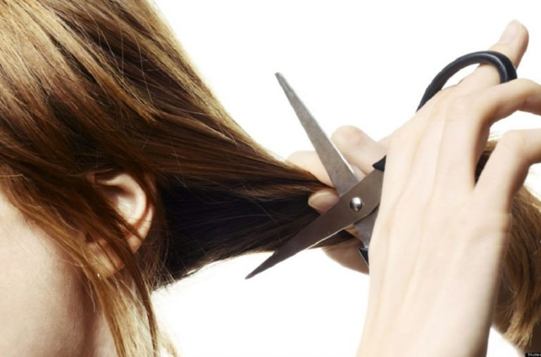 Cắt tóc thường xuyên có làm tóc bạn nhanh mọc dài hơn?