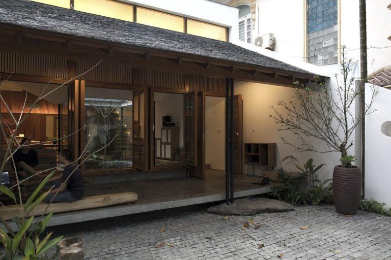 Ngôi nhà mang nét kiến trúc cổ Bắc Bộ xuất hiện lung linh trên báo ngoại