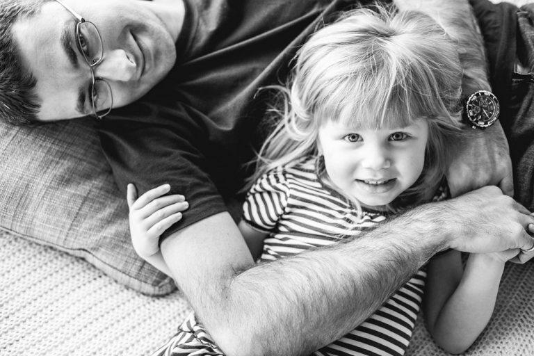 Nếu có con gái, các ông bố nên làm ngay 3 việc này để con không bị những kẻ cặn bã lừa gạt