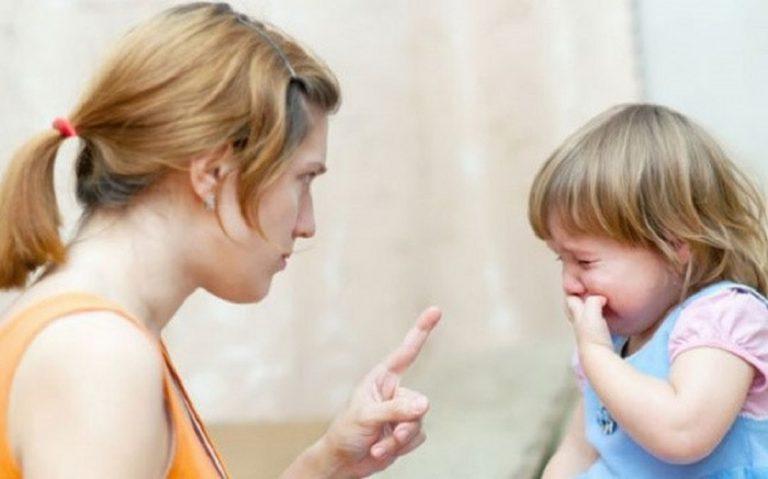 10 sai lầm cha mẹ làm với con cái mà khi giật mình nhận ra thì đã quá muộn